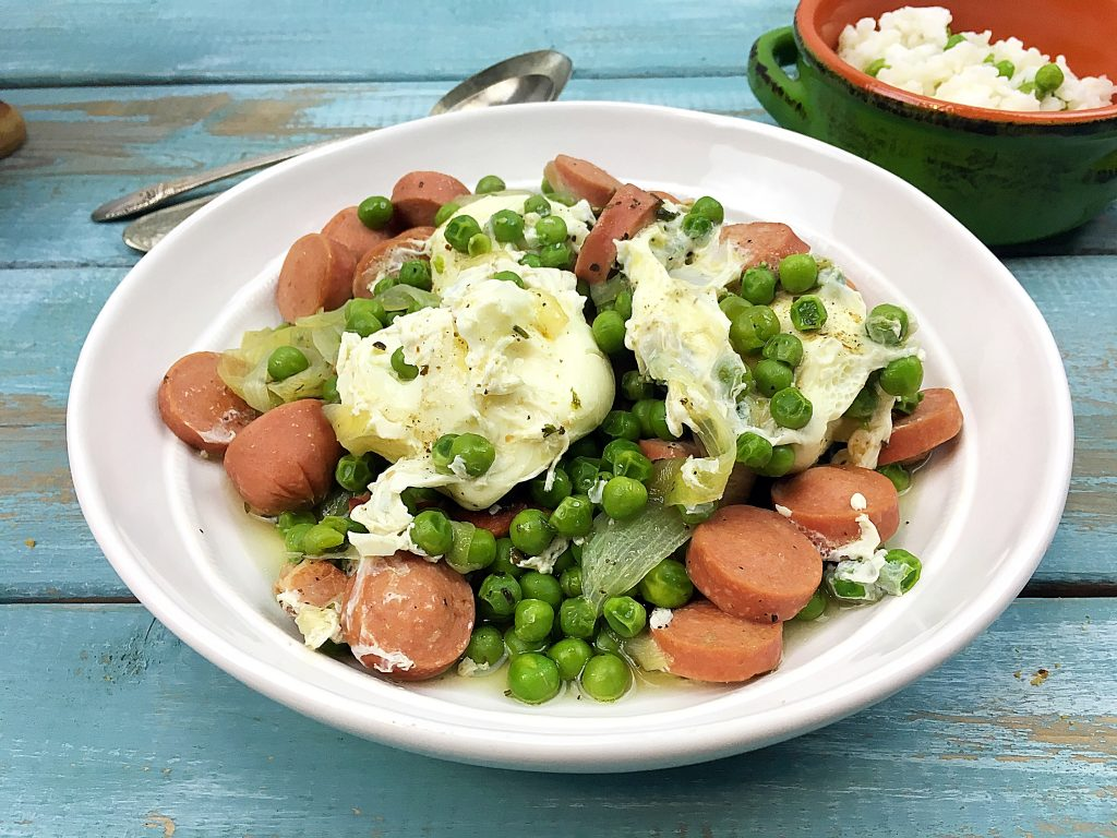 braised green peas with poached eggs