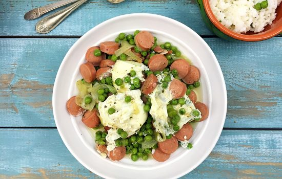 Braised Green Peas with Poached Eggs (Ervilhas com ovos escalfados)